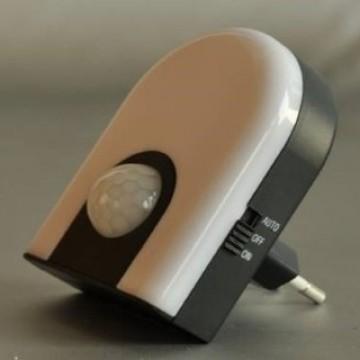 Штекерный светодиодный светильник-ночник Globo Chaser 31931 3000K (теплый), пластик