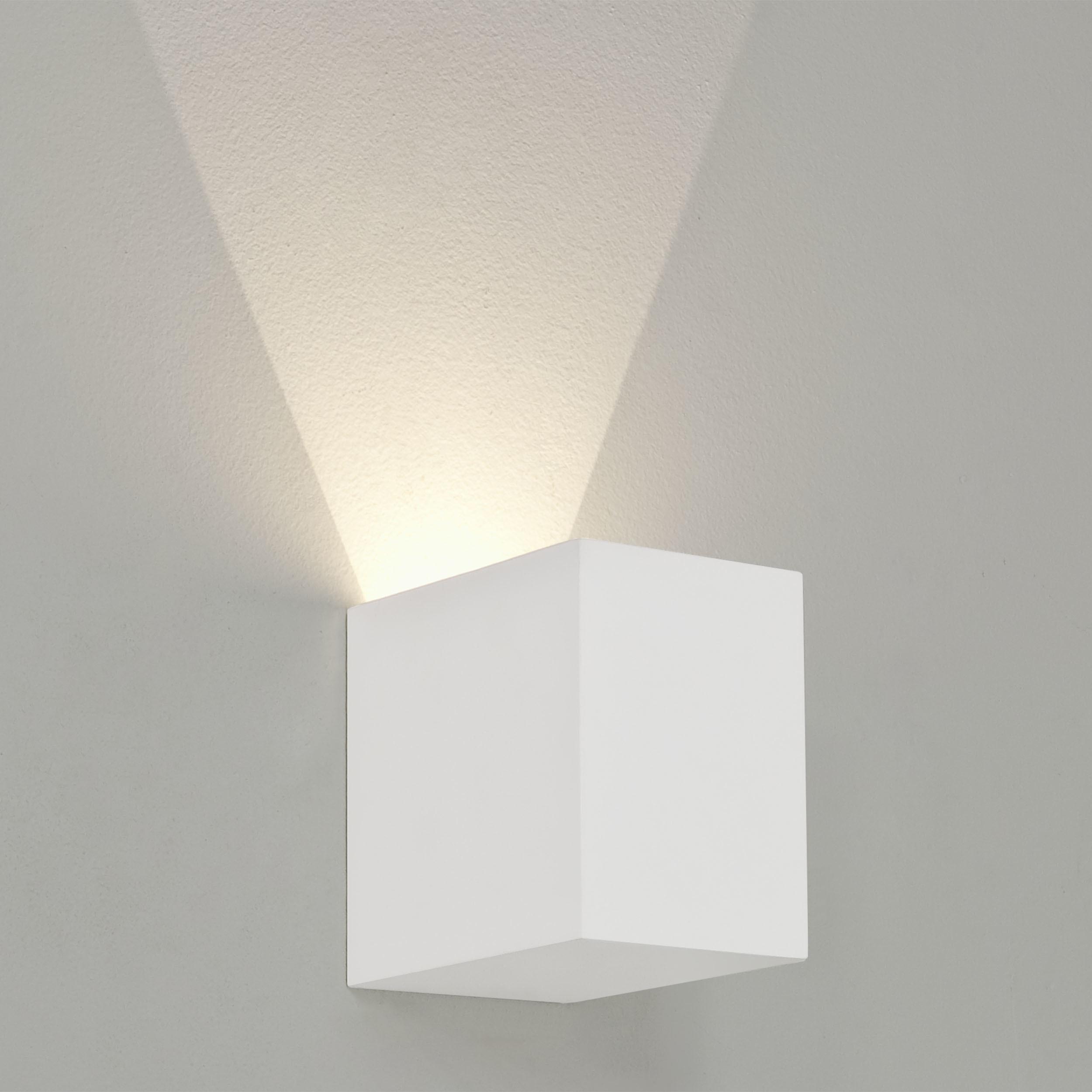 Настенный светодиодный светильник Astro Parma 1187004 (7019), LED 3,98W 3000K 104.3lm CRI80, белый, под покраску, гипс - фото 1