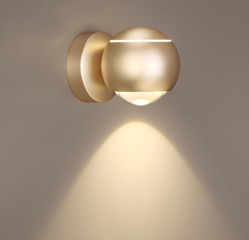 Настенный светодиодный светильник с регулировкой направления света Odeon Light L-Vision Elon 3915/9WL, LED 8,5W 4000K 400lm, матовое золото, металл - фото 1
