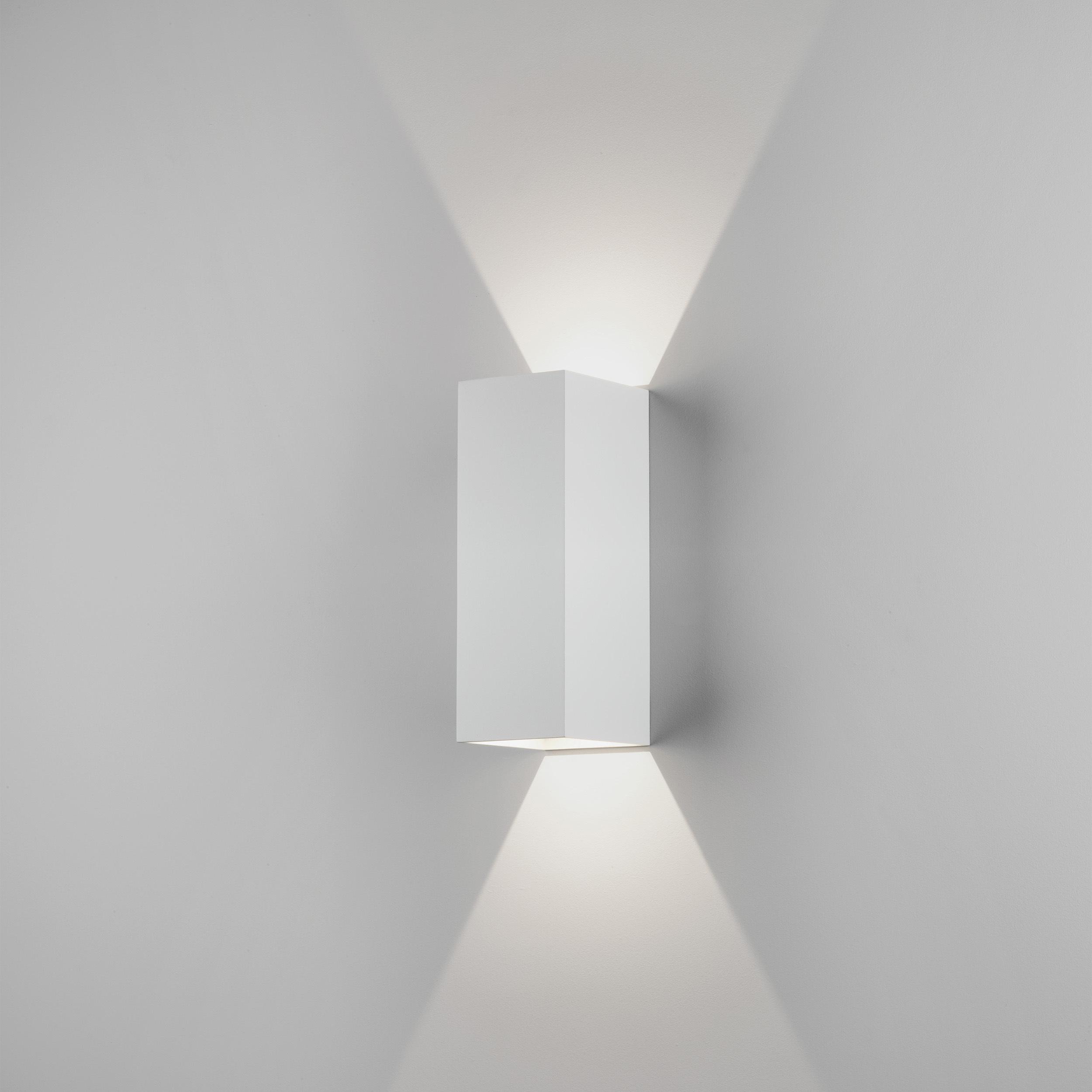 Настенный светодиодный светильник Astro Oslo 1298009 (7991), IP65, LED 7,5W 3000K 270.46lm CRI80, белый, металл, стекло - фото 1